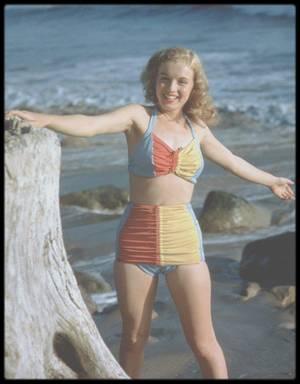 1946 / Young Marilyn à la plage sous l'objectif de Richard C MILLER.