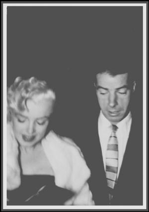 """26 Février 1955 / (PART III) Bien que fraîchement divorcés, Marilyn et Joe (restés amis), ainsi que nombre d'autres personnalités, sont conviés à la fête d'anniversaire de Jackie GLEASON ; la soirée se poursuivra au """"Club 21""""."""