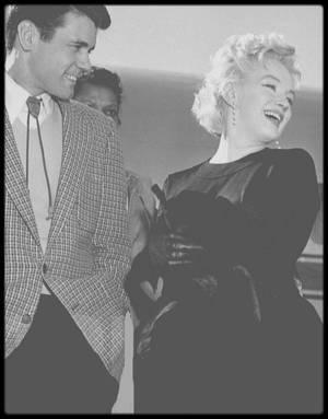 """15 Mars 1956 / (PART III) Quand Marilyn quitte New York pour la ville de Phoenix pour les besoins du tournage du film """"Bus stop""""."""