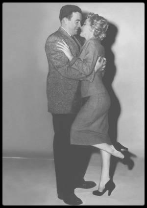 """1952 / Deux photos rares de Marilyn lors du tournage du film """"Don't bother to knock""""."""