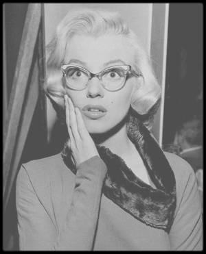"""1953 / Sur le plateau de tournage du film """"How to marry a millionaire"""", notamment avec Betty GRABLE et Lauren BACALL."""