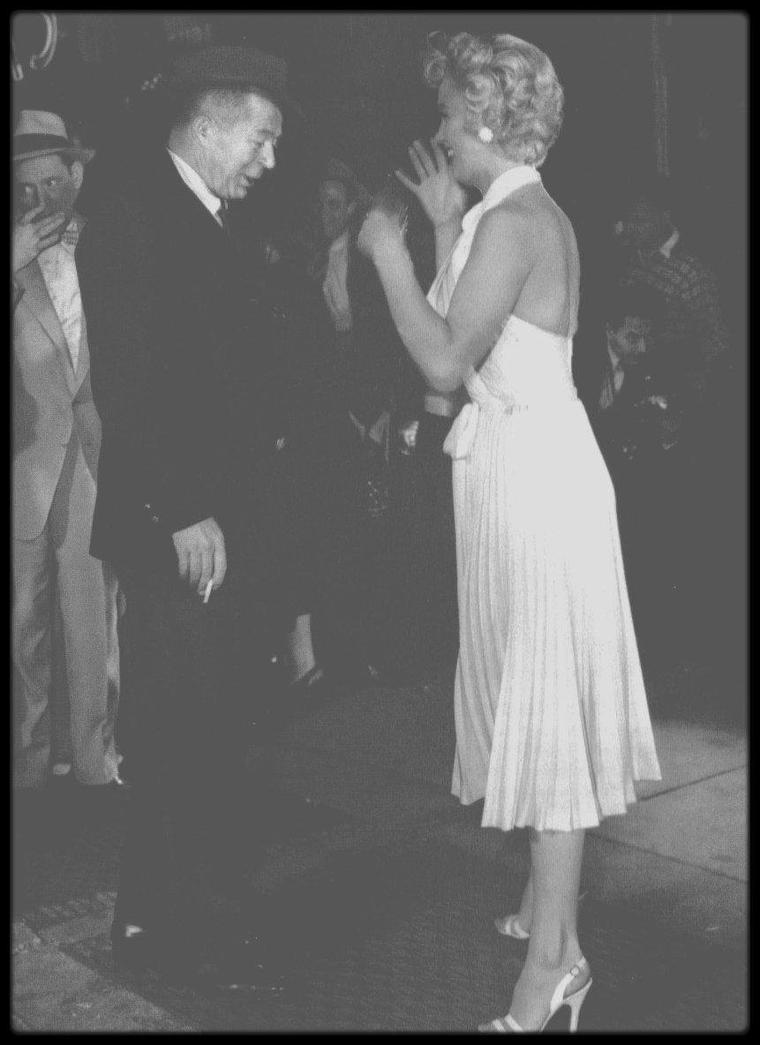 """1954-58 / BILLY WILDER / Il dirigea Marilyn dans ses plus grands succès comiques « The seven year itch » (1955) et  « Some like it hot » (1959) (dates de sortie des films). Pour « Some like it hot », l'intransigeance proverbiale de Marilyn sur le plateau atteint des sommets : elle manquait à l'appel des matinées entières, était trop assommée par les médicaments pour se rappeler son texte, avait parfois besoin de cinquante prises pour des séquence simples et ignorait WILDER, se laissant guider par Paula STRASBERG. A la fin du tournage, il refusa d'inviter Marilyn à la fête de fin de tournage. A cette époque, soulagé, il avoua à un journaliste : « Pour la première fois je peux recommencer à regarder mon épouse sans avoir envie de la frapper parce que c'est une femme ». Marilyn fut très blessée par ces commentaires ; Arthur MILLER prit immédiatement la défense de sa femme, en accusant WILDER d'avoir délibérément surmené Marilyn tout en sachant qu'elle était enceinte (par la suite elle fit une fausse couche). Après des échanges virulents dans la presse entre MILLER et WILDER, celui-ci jura publiquement qu'il ne retravaillera plus jamais avec Marilyn. Leurs relations se dégelèrent en septembre 1959, lorsqu'ils se revirent à la réception organisée par la Fox, pour la visite de Nikita KHROUCHTCHEV. Les vestiges de leurs querelles s'évanouirent le 21 juin 1960 quand elle assista à l'avant-première de « The apartment » et se rendit à la fête qui suivit chez """"Romanoff"""". Dans de nombreuses interviews il reconnut le talent de Marilyn et exprima son désespoir face aux tensions qu'un tournage avec elle impliquait. / A PROPOS DE MARILYN / """"Faire un film avec elle, c'est comme aller chez le dentiste. On souffrait l'enfer du début à la fin, mais ensuite c'était merveilleux"""" _ _ """"Elle était aussi belle qu'insupportable. Et, cependant, elle a été l'unique créature cinématographique que j'ai connu..."""" _ _ """"Il existe plus de livres sur Marilyn MONROE que sur la seconde guerre mondiale. """