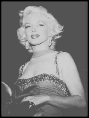 """10 Juillet 1953 / (PART III) Marilyn participe à un gala de charité au """"Hollywood bowl"""", dont les bénéfices sont reversés à L'hôpital pour enfants """"St Jude"""". La soirée est animée par l'acteur Danny THOMAS ; Robert MITCHUM, Danny KAYE ou encore Red BUTTONS sont également de la soirée tout comme le groupe de chanteurs, les """"Ames Brothers""""."""