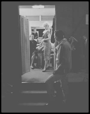 """1960 / Les rares de Marilyn lors du tournage du film """"Let's make love"""" (pour la plupart, les photos sont signées John BRYSON)."""