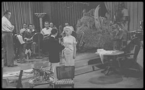 """1954 / Marilyn et Donald O'CONNOR dans une des scènes du film """"There's no business like show business"""" ; robe bleue signée TRAVILLA."""