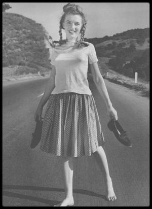 1945 / Première session photos de la jeune Norma Jeane avec Andre DE DIENES (future Marilyn MONROE, voir montage photo du photographe).