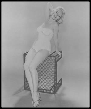 1953 / Marilyn sous l'objectif du photographe Nick DE MORGOLI.