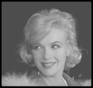 """2 Novembre 1959 / (PART II) (MES CAPTURES D'ECRAN) Les MILLER rentrant de New-York pour Los Angeles, où Marilyn doit débuter le tournage du film """"Let's make love""""."""