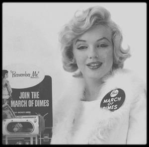 """1958 / """"March of Dimes"""", pour encourager les américains à se faire vacciner contre la poliomyélite : Marilyn donna 1000 $ à une organisation qui distribuait des petits déjeuners gratuits aux enfants déshérités."""