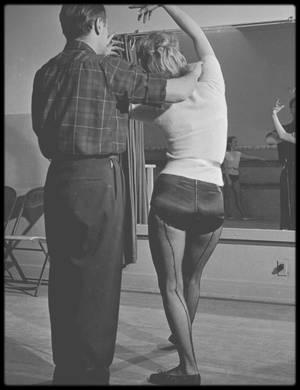 1949 / (PART II) Young Marilyn prenant des cours de danse avec Nico CHARISSE, mari de l'actrice Cyd CHARISSE.