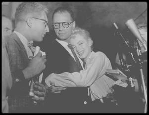 22 Juin 1956 / (Part II) Le couple annonce officiellement leur mariage à la presse.