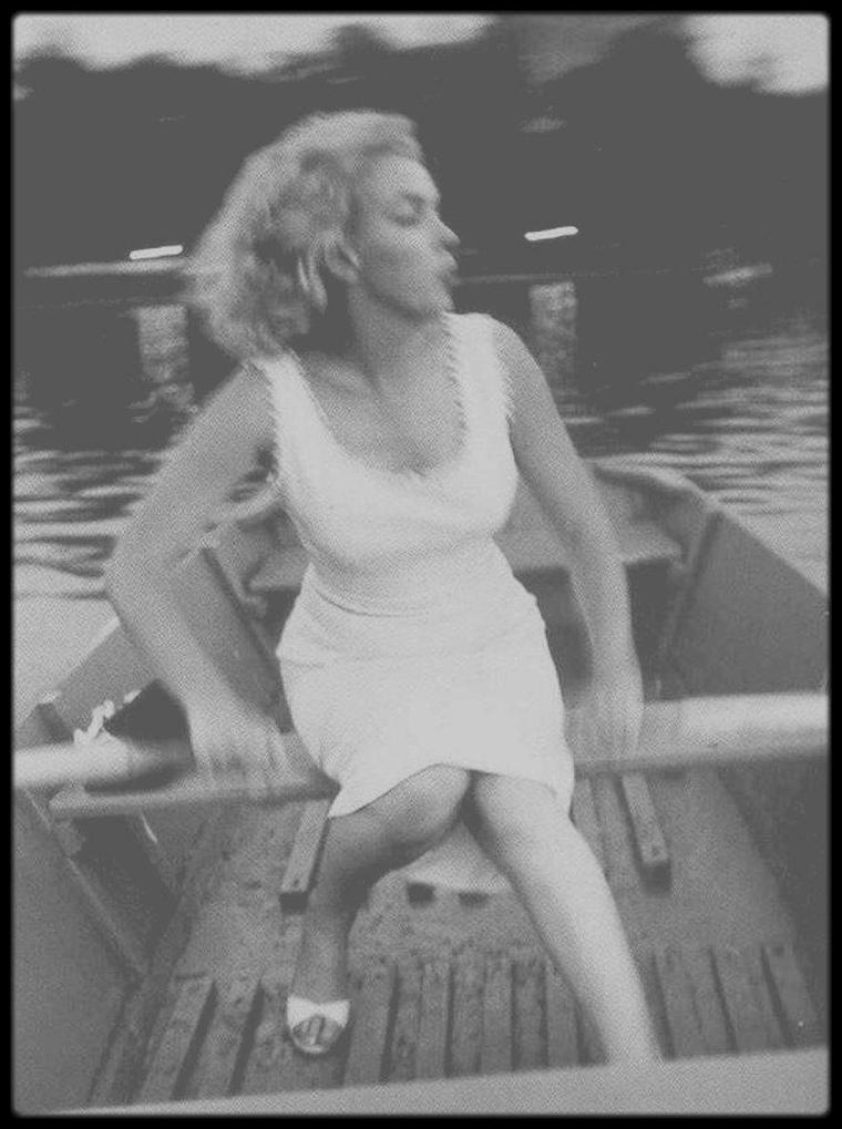 1957 / Marilyn à Central Park sous l'objectif de Sam SHAW.