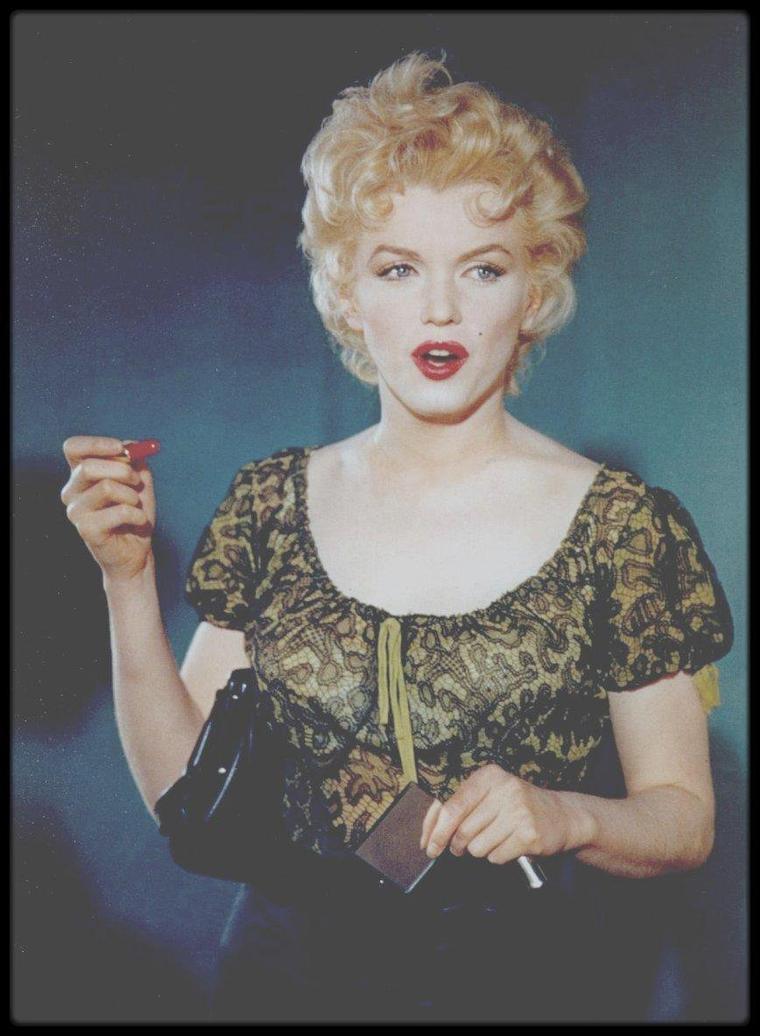 """CITATION de Marilyn / """"Je suis jolie, mais je ne suis pas belle. Je fais de mauvais choses, mais je ne suis pas le diable. Je suis gentille, mais je ne suis pas un ange""""."""
