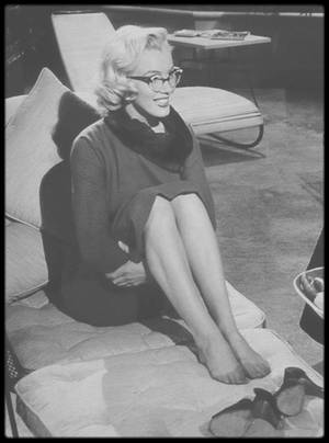 "1953 / Sur le tournage du film ""How to marry a millionaire""."