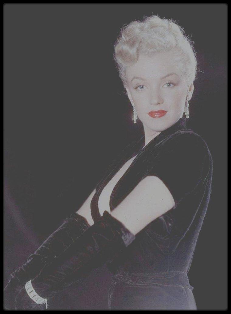 """1950 / Marilyn joue dans le film """"The fireball"""", aux côtés de Mickey ROONEY et Pat O'BRIEN. (voir tag pour le synopsis du film). / PHOTOS promotionnelles retouchées par mes soins, signées Ed CLARK."""