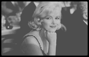 """19 Septembre 1959 / Nikita KHROUCHTCHEV, le premier secrétaire du parti communiste soviétique, visite les Etats-Unis en septembre 1959 : il passe par New York, Washington et l'Iowa où l'accueil lui fut plutôt glacial. Mais à Los Angeles, les studios de la Fox lui ont organisé  -à lui et sa femme Nina-  un véritable gala au """"Café de Paris"""", le restaurant de luxe dans les locaux de la Fox, le 19 septembre 1959, avec plus de 400 invités dont Spyros SKOURAS, le grand patron de la Fox, et Buddy ADLER, producteur de la Fox. Les stars sont prestigieuses, avec des acteurs et actrices renommés : Rita HAYWORTH, Debbie REYNOLDS, Ginger ROGERS, Judy GARLAND, Kim NOVAK, Zsa Zsa GABOR, Shelley WINTERS, Shirley MacLAINE, Maurice CHEVALIER, Louis JOURDAN, Gregory PECK, Kirk DOUGLAS, Gary COOPER, James STEWART, David NIVEN, Jack BENNY, Bob HOPE, Dean MARTIN, Edward G ROBINSON, Henry FONDA et Frank SINATRA, qui en est le maître de cérémonie ; certains sont venus en couple : Tony CURTIS et Janet LEIGH, Dick POWELL et June ALLYSON, Elizabeth TAYLOR et Eddie FISHER. D'autres ont refusé leur invitations en protestation contre Mr. KHROUCHTCHEV : Bing CROSBY, Ward BOND, Adolphe MENJOU et Ronald REAGAN."""