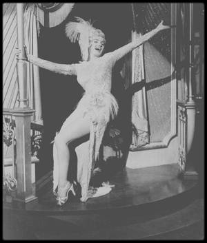 """1954 / (Part II) Marilyn dans un costume signé W TRAVILLA, chantant la chanson """"After you get what you want you don't want it"""", dans une des scènes du film """"There's no business like show business"""". (voir paroles de la chanson dans le blog, TAG Chanson)."""