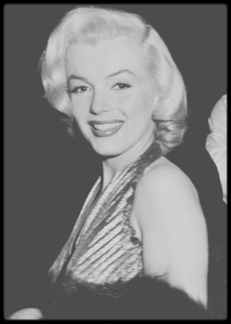 """1952-53 / LA PETITE HISTOIRE DE LA ROBE """"La plus Marilyn"""" !"""
