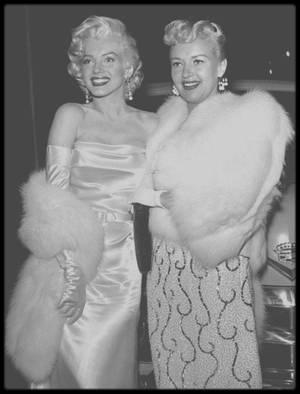 """13 Mai 1953 / (Part IV) Marilyn et nombre de personnalités telles Jane RUSSELL, Betty GRABLE, Lucille BALL, Jack BENNY, Desi ARNAZ, George JESSEL, George BURNS, etc..., sont conviées à une soirée au """"Ciro's Club"""" donnée en l'honneur de la chroniqueuse Louella PARSONS, et de la fête d'anniversaire du journaliste Walter WINCHELL, soirée à but caritatif dont les bénéfices seront reversés pour la lutte contre le cancer. (voir tags pour + d'infos sur l'article)."""
