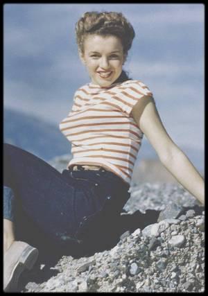 1945 / Norma Jeane par Andre DE DIENES.