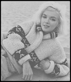 1962 / Marilyn couchée sur une plage de Santa Monica, sous l'objectif du photographe George BARRIS.