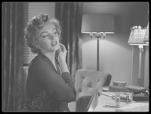 """1952 / Mes captures d'écran d'une scène du film """"Don't bother to knock"""" (également sur mon autre blog """"Wonderful Marilyn MONROE"""")."""