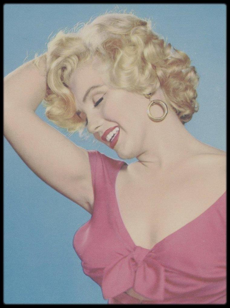 """3 Août 1952 / Fête organisée pour Marilyn par la FOX, chez le célèbre chef d'orchestre et musicien Ray ANTHONY, """"The Ray ANTHONY party"""" où l'on croisera parmi les convives, Mickey ROONEY ou la célèbre chienne Lassie, entre autres (voir tag pour + d'infos sur l'article). Et toujours de nouvelles photos... Jamais une seule en double dans tout le blog ! une petite fierté..."""