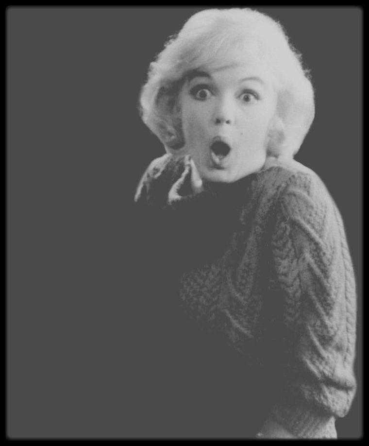 """1959 / Marilyn répétant les gestes de la chorégraphie de la chanson """"My heart belongs to daddy"""" pour le film """"Let's make love"""", avec Jack COLE, son chorégraphe."""