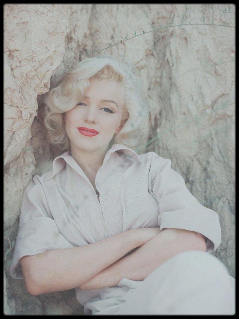 1953 / Laurel Canyon, Marilyn by Milton GREENE.