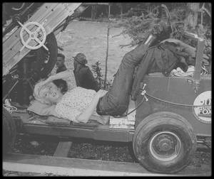 """1953 / Sur le tournage du film """"River of no return"""" d'Otto PREMINGER, avec entre autres, le jeune Tommy RETTIG et Robert MITCHUM. / ANECDOTES SUR LE TOURNAGE /"""