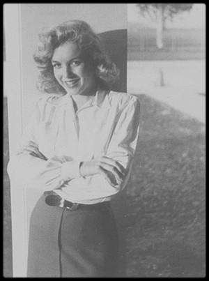 1947 / YOUNG MARILYN...