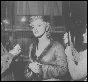 """1956 / RARE Marilyn sur le tournage du film """"Bus stop""""."""