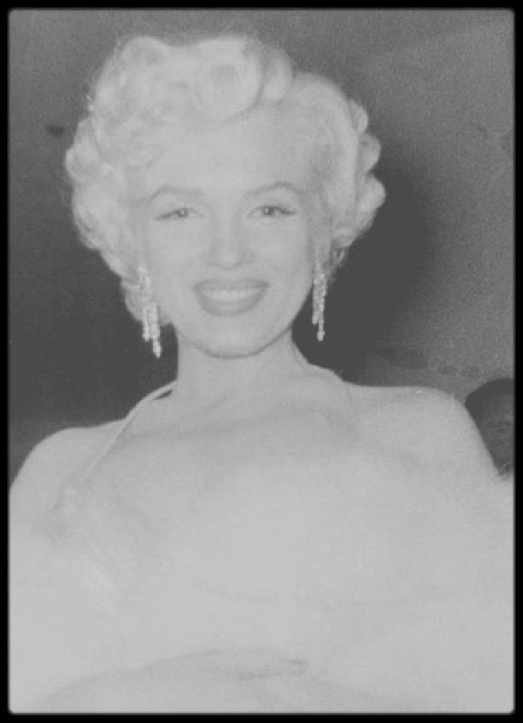 "8 Mars 1954 / Marilyn lors de la soirée ""Photoplay Magazine Awards""."