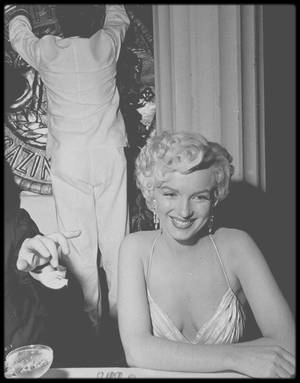 "8 Mars 1954 / Marilyn lors de la soirée ""Photoplay Magazine Awards""."