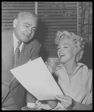 """1954 / RARE Marilyn et Nick JANIOS, propriétaire du """"Cafe of Paris"""" de la Fox."""