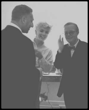 """""""MUSIQUES POUR CAMELEONS"""" est un recueil de textes écrit par Truman CAPOTE, l'un d'entre eux est consacrée à Marilyn, qu'il avait rencontré plusieurs fois."""