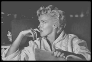 """1954 / Sur le tournage du film """"The seven year itch"""" ; Le tournage eut lieu dans un brownstone typique de New York, situé au 164 East 61st Street."""