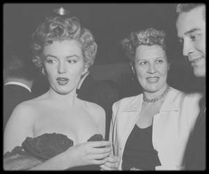 """26 Janvier 1952 / Rare Marilyn lors de la soirée des remises des """"Henrietta Awards""""."""