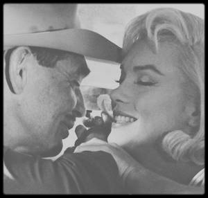 """1960 / GABLE et Marilyn lors d'une scène du film """"The misfits""""."""