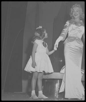 LE DRAME DE VIE DE MARILYN : N'AVOIR JAMAIS EU D'ENFANT ! / Elle n'a jamais pu avoir d'enfant, et pourtant elle désirait par dessus tout être maman. BONNE FETE A TOUTES LES MAMANS !