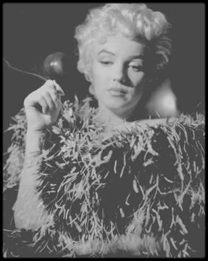"""1954 / (Part III) Quand Marilyn joue les Mäe WEST pour le photographe Sam SHAW, sur le plateau de tournage du film """"The seven year itch""""."""