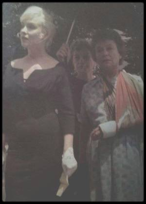 """1960 / Sur le tournage du film """"The misfits"""", à Reno, où Roslyn (Marilyn) accompagné d'Isabelle (Thelma RITTER) se rend au tribunal pour divorcer avec son mari Raymond (Kevin McCARTHY) ; l'histoire commence alors..."""