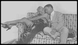 """1954 / Marilyn et Tom EWELL sur des photos promotionnelles pour le film """"The seven year itch""""."""