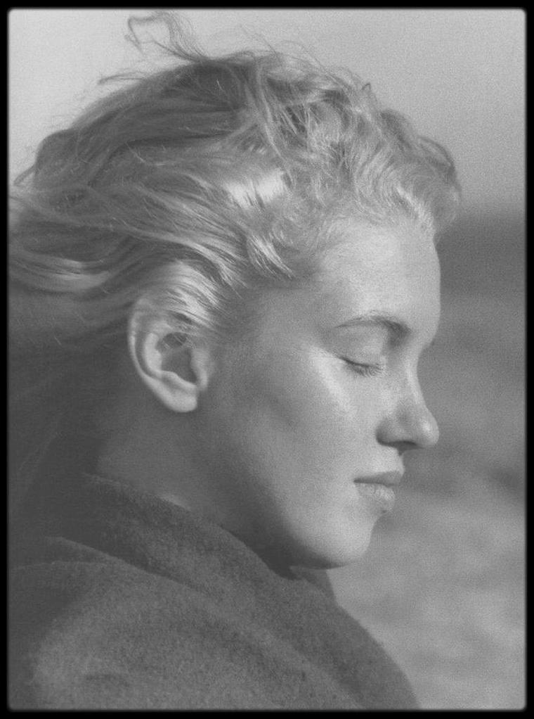 1946 / Norma Jeane est blonde, ses premières photos sont faites par Andre DE DIENES. (Part II).