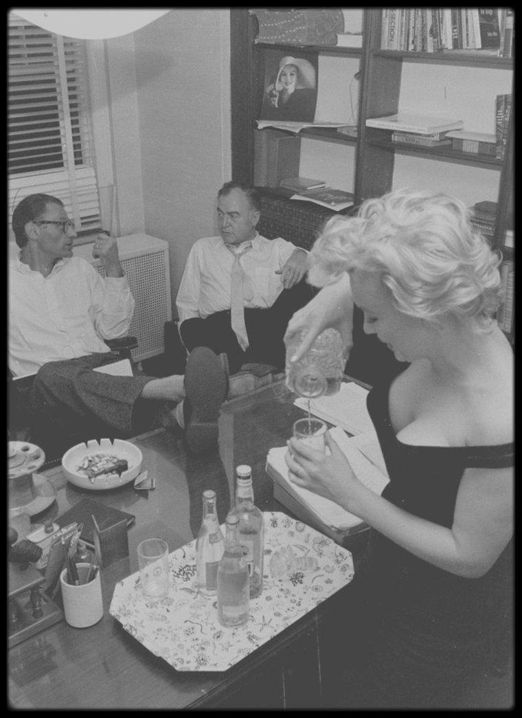 22 Mai 1958 / (Part III) Quand les MILLER reçoivent le producteur Kermit BLOOMGARDER dans leur appartement new-yorkais !