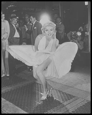 1954 / Avec la chaleur actuelle, une belle idée pour vous Mesdames... A vous de jouer !