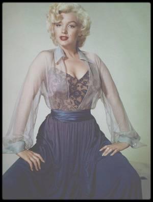 1952 / Marilyn sur des clichés avec des tenues et des poses à l'aspect inhabituelles, photographiée par le photographe qui aima Frieda KAHLO, Nickolas MURAY.