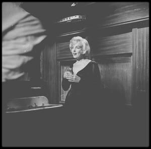 """1958 / Marilyn lors du tournage d'une scène du film """"Some like it hot""""."""