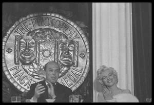 """8 Mars 1954 / RARES PHOTOS de Marilyn lors de la soirée de remise des """"Photoplay Magazine Awards""""."""