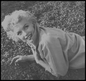 1954 / LES NEWS de Marilyn par le photographe Ted BARON.